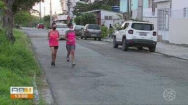 Avenida movimentada apresenta riscos para quem pratica exercícios físicos no local - Via é uma das mais movimentadas do bairro Petrópolis.