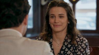 Maria acredita que Severo e Diana estão se apaixonando um pelo outro - Ela fica impressionada com os cuidados da dançarina com a recuperação de seu pai