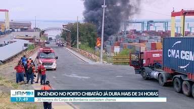 Incêndio no Porto Chibatão já dura mais de 24 horas - 30 homens do Corpo de Bombeiros combatem chamas