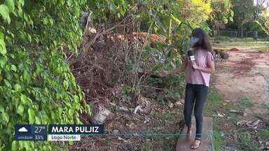 Visitantes enfrentam dificuldades para ter acesso à orla do Lago Paranoá - Buraco, sujeira e abandono estão entre os problemas que afastam os frequentadores da área que é pública.