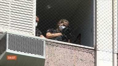 Polícia de Minas Gerais investiga morte de menino que caiu do quarto andar de prédio - A polícia investiga a morte de uma criança de nove anos que caiu do quarto andar do prédio onde morava, em Belo Horizonte.