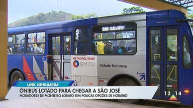 Moradores de Monteiro Lobato estão preocupados com ônibus lotado para chegar São José - Veja a matéria.