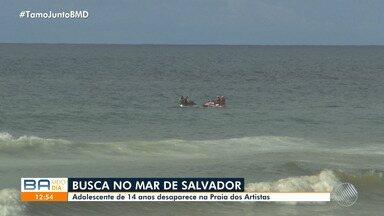 Bombeiros buscam adolescente que sumiu após ser arrastado pela água na Praia dos Artistas - O caso ocorreu no fim da tarde de quinta-feira (20). O pai do jovem afirmou que ele não sabia nadar.
