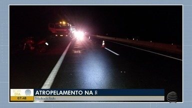 Uma pessoa morre e duas ficam feridas em acidente na SP-270 - Dois motoristas foram atropelados por uma motocicleta.