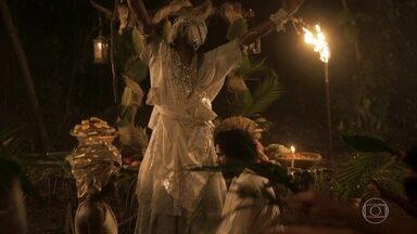Matias se casa com Luana - Idalina, Cecília e Libério festejam com os noivos