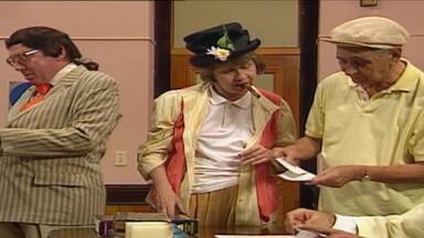 Episódio 612 - Chico Anysio comanda uma turma da pesada que apronta altas confusões na Escolinha do Professor Raimundo. Em matéria de humor, eles são nota dez.
