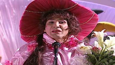 Episódio 29 - Fada Bela sofreu um acidente de carro ainda bebê, onde seus pais morreram. Ela foi achada por duas fadas atrapalhadas, Margarida e Violeta. As duas a levaram para o Mundo Mágico e a criaram como se fosse uma fada com poderes mágicos.