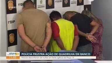 Quarteto é preso suspeito de tentar realizar assaltos em porta de agência bancária - Polícia informou que grupo se preparava para fazer vítima no momento em que foi abordado. Celulares e uma arma de fogo com munições foram apreendidos.