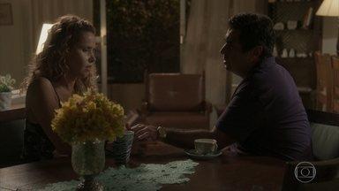 Gilda e Hugo conversam sobre seus antigos relacionamentos - Carlinhos e Dayse atrapalham o clima entre os dois