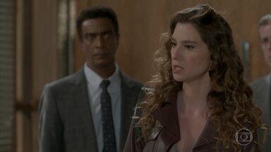 Natasha e Arthur discutem pela guarda de Jojô - O dono da Excalibur pede ajuda a Zé Pedro para conseguir a guarda da filha e mantê-la morando no Brasil