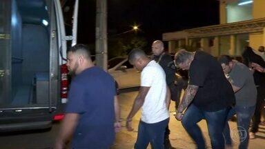 Polícia do Rio prende seis pessoas suspeitas de integrar milícia - Grupo agia na Zona Oeste da cidade e chegava a faturar R$ 10 milhões por mês extorquindo dinheiro de moradores e comerciantes.