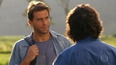 Dom Rafael leva Cassiano para conferir a autenticidade dos diamantes - Ester demonstra preocupação com o noivo