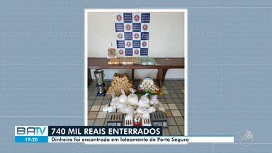 Polícia encontra R$ 740 mil enterrados em um loteamento, na cidade de Porto Seguro - Além do dinheiro, agente também encontraram munições, explosivos e drogas ilícitas.