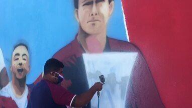 Confira os detalhes do mural que conta a história do Fortaleza no Centro de Excelência - Pintura ficará exposta no Alcides Santos, no Pici. Saiba mais em ge.globo/ce