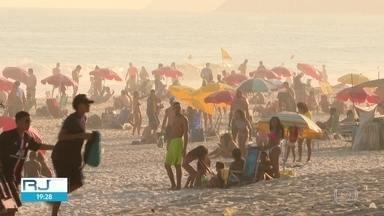 Sábado de praias cheias no Rio - Pontos turísticos têm cuidados, mas nem todos os cariocas e turistas respeitam as regras.