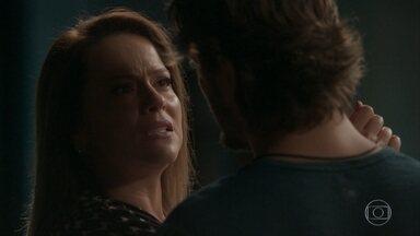 Lili confronta Rafael - Rafael se surpreende ao encontrar Lili em seu estúdio e garante que amou a empresária de verdade