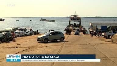 Porto da Ceasa tem fila de carros na manhã - Movimento intenso em razão do feriado fez aumentar o tempo de espera