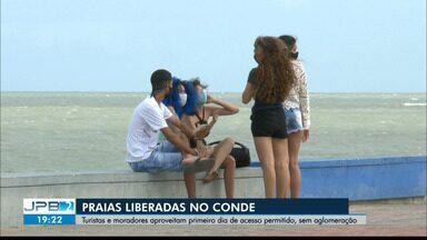 Turistas aproveitam primeiro dia de liberação das praias do Conde - Acesso às praias foi flexibilizado no decreto dessa sexta-feira (04)