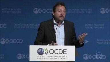 Fechamento das escolas vai afetar economia mundial até fim do século, diz OCDE - O fechamento das escolas por causa da pandemia vai provocar uma perda de qualificações com reflexos na economia até o fim deste século, segundo relatório divulgado nesta terça pela Organização para a Cooperação e Desenvolvimento Econômico, a OCDE.