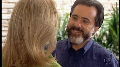 Miguel se aproxima de Helena - Miguel comenta que achou Helena muito bonita