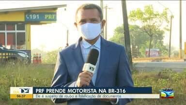 PRF prende motorista na BR-316 suspeito de roubo e falsificação - A prisão foi durante uma fiscalização de rotina em frente ao posto da PRF, em Santa Inês.