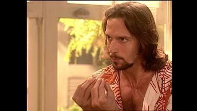 Capítulo de 06/06/2003 - Dulcineia ataca um dos bandidos e Gabriel foge com Ramon, que acaba baleado. Enrico se declara para Lola, mas ela sai para cantar. Camacho leva Esteban ao encontro de Tijon.