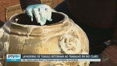 Lavadoras de túmulos retomam o trabalho no cemitério de Rio Claro após liberação - Elas devem seguir protocolos para evitar a contaminação pelo novo coroanvírus.