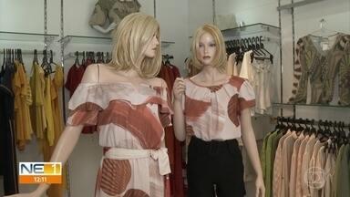 Lojas de roupas registram movimento fraco em compras presenciais - Setor de aluguel de roupas de festa é o que mais sofre com a queda nas vendas.
