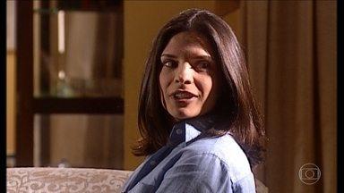 Cíntia comenta coma família que recebeu um convite de Alma - undefined