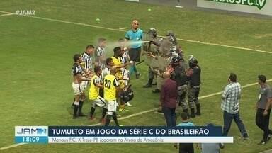 Jogadores fazem tumulto durante jogo da Série C do Brasileirão - Manaus FC e Treze-PB jogaram na Arena da Amazônia.
