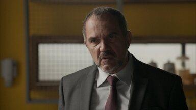 Germano enfrenta Rafael e Leila o defende - O empresário questiona a atitude de Leila e a lembra que Rafael foi o responsável pela sua demissão