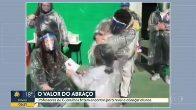 O valor do abraço - Professores de Guarulhos fazem encontro para rever e abraçar alunos.
