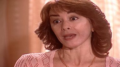 Capítulo de 08/10/2001 - Latiffa teme que seu noivo não a queira mais. Jade se desespera ao não encontrar Lucas. Lucas delira chamando por Diogo. Dalva é avisada da morte de Diogo.