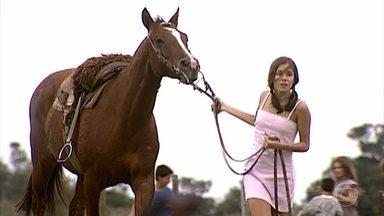 Sílvia aceita passear a cavalo, desde que ele seja manso, mas Íris sela o mais arisco - undefined