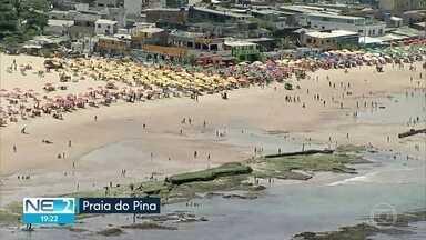 Muita gente aproveita dia de sol para curtir praias, mas sem descuidar do distanciamento - Globocop mostrou como ficou a orla e até flagrou golfinhos em alto-mar