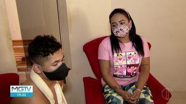Mãe de menino que se feriu ao cair em garrafas de vidro reclama de falta de atendimento - Garoto andava de bicicleta com um amigo, que também se feriu. Caso ocorreu em Montes Claros.