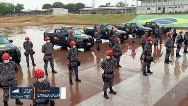 Bombeiros da Força Nacional saem do DF para reforçar combate a incêndios no Pantanal - Além dos 40 bombeiros, a Força Nacional também enviou viaturas, micro-ônibus e helicóptero. O grupo vai reforçar o combate aos incêndios por um mês, prazo que pode ser prorrogado. O Pantanal registra recorde histórico de incêndios em 2020.