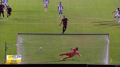 Corinthians perde para o Sport em Recife - Time do nordeste venceu por 1 a 0. Governo de São Paulo vetou a volta de torcida aos estádios.