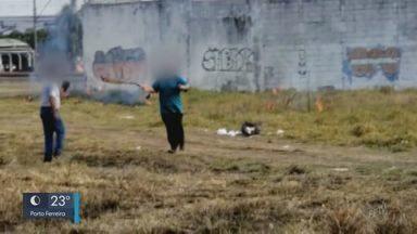 Flagrante de fogo em terreno termina em confusão em São Carlos - Homem filmou e morador se irritou nesta quitna-feira (24).