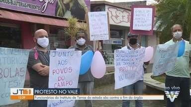 Funcionários do Instituto de Terras do Estado protestam contra o fim do órgão - Protesto aconteceu em Registro, no Vale do Ribeira.