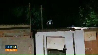 Suspeito de furto cai de telhado durante fuga - Homem é suspeito de ter furtado um carro em Londrina.