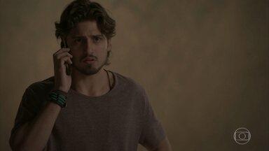 Rafael fica decepcionado ao saber que não é o pai do filho de Lili - Leila consola o fotógrafo e diz que ele tem todo o tempo do mundo para ter um filho. Lili conta a Germano que conversou com Rafael