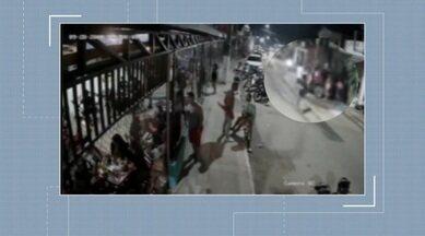 Vídeo mostra momento e que homem atira em jovem dentro de carro - Vídeo mostra momento e que homem atira em jovem dentro de carro