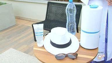 Dermatologista dá dicas de proteção da pele durante os dias quentes - Com esse calor todo, a gente não pode se esquecer também de se proteger dos raios solares. Isso no dia a dia, não é só na hora de ir pra piscina que os cuidados são importantes.