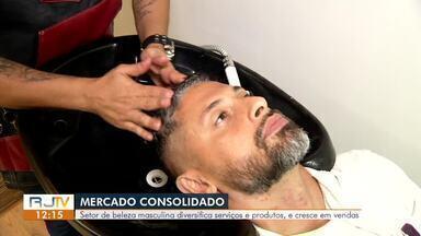 Mercado de beleza masculina diversifica produtos e serviços e cresce em vendas - Setor fatura mais de R$ 400 bilhões anualmente no mundo. Nas cidades da região, barbearias têm se modernizado.