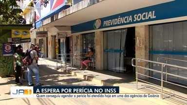 Segurados do INSS reclama da falta de médicos peritos nas agências de Goiás - Beneficiários não conseguem passar por perícia.