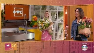 Programa de 02/10/2020 - Ana Maria Braga e Louro José se despedem do 'Encontro' com flores para Fátima Bernardes. Benedita Zerbini, filha de Regina Casé, fala sobre repercussão do vídeo em que ensina as pessoas a se comunicarem com surdos. MV Bill participa do papo desta manhã