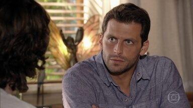 Cassiano questiona Alberto sobre Samuca - O piloto quer saber como ficará a situação com seu filho