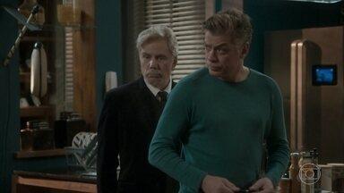 Arthur dá um cheque sem fundos para 'recomprar' Stelinha - Maurice fica aliviado por Arthur ter resolvido seu problema
