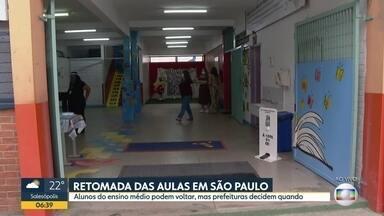 Volta às aulas em SP começa com 14% das estaduais abertas - Na capital, reabrem 80% das particulares e apenas uma municipalAulas regulares do Ensino Médio e EJA da rede estadual são retomadas partir desta quarta-feira (7).